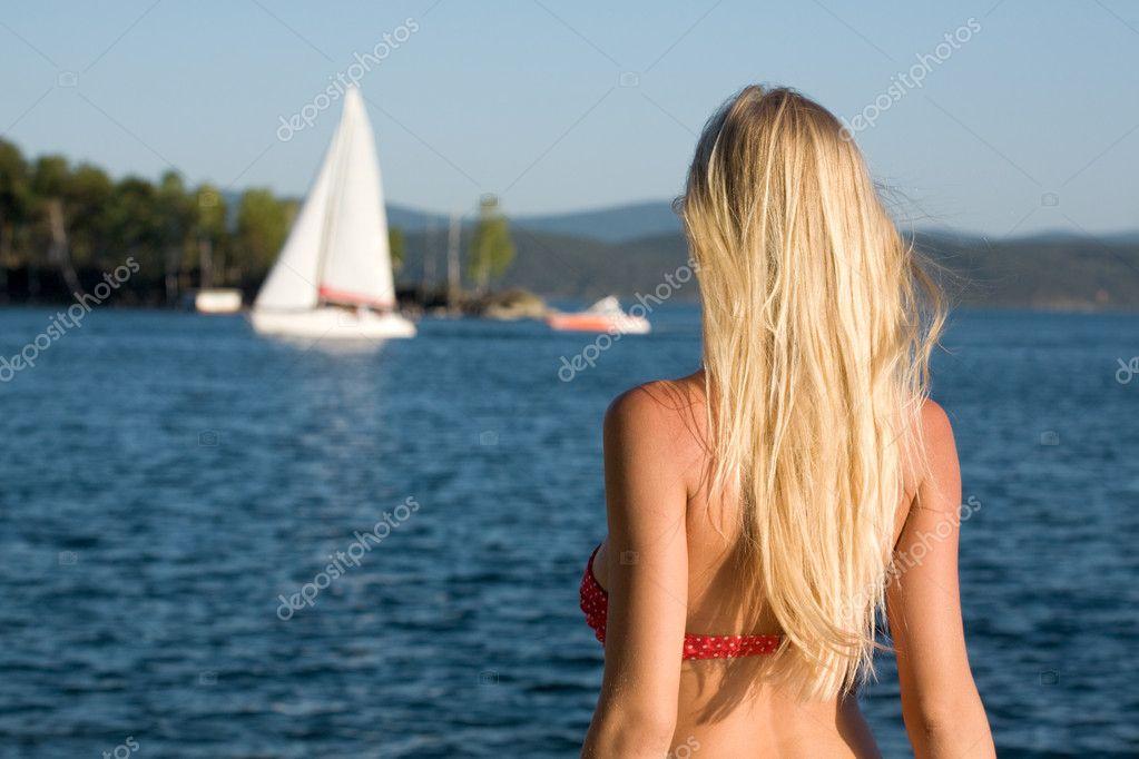 красивая блондинка сзади фото