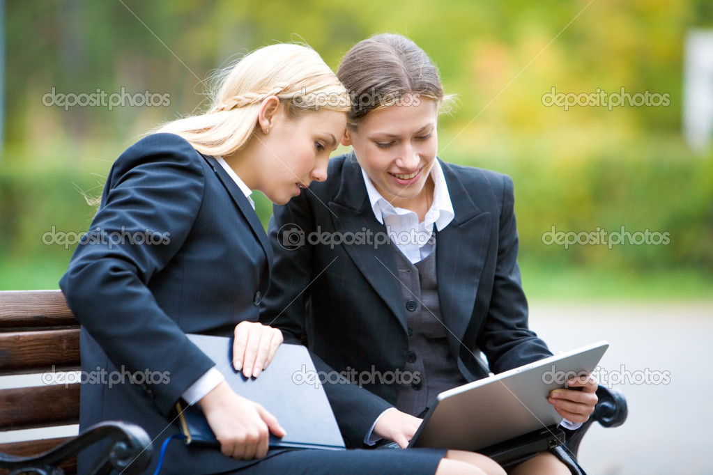 Image of two partners interacting each other in the park — Stock Photo #11240891