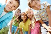 Cinque bambini felici — Foto Stock