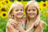 Hugging sisters — Stockfoto