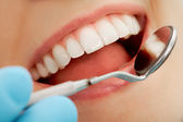 Sprawdzanie usta — Zdjęcie stockowe