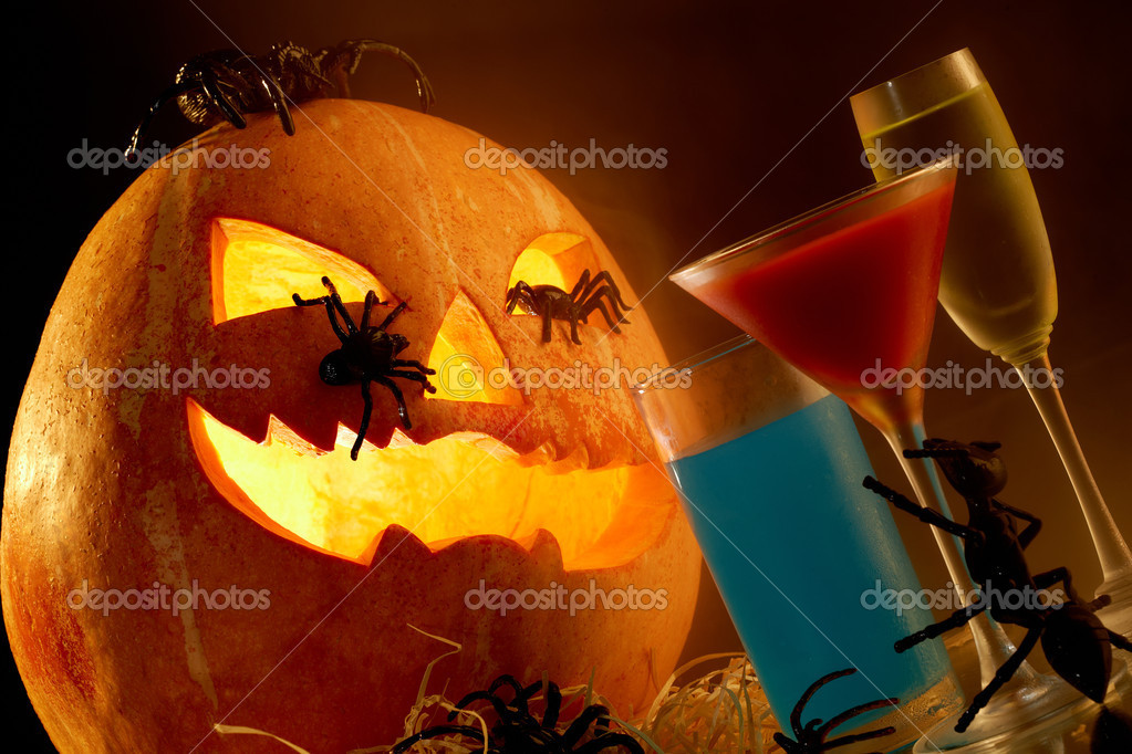 Image of Halloween pumpkin with spiders on it and strange drinks near by — Stok fotoğraf #11337390