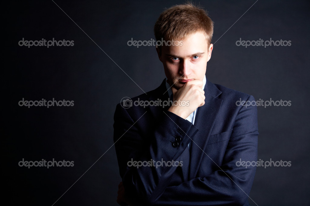 Portrait of serious businessman looking at camera — Stock Photo #11337740