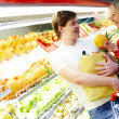 Couple in supermarket — Stock Photo