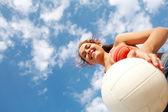 女孩与球 — 图库照片