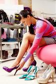 V oddělení obuvi — Stock fotografie