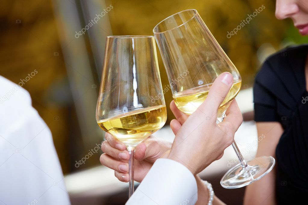 Close-up of couple hands holding champagne flutes during celebration — Stock Photo #11581502