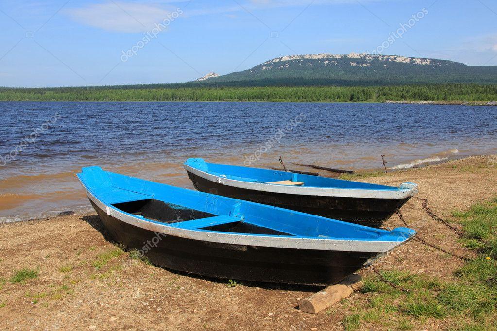 крепеж лодки на берегу
