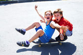 Riding skateboard — Stockfoto