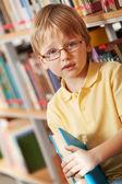 Chłopiec z książki — Zdjęcie stockowe