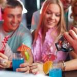 maken van cocktails — Stockfoto