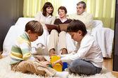 Familienidylle — Stockfoto