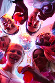 Vrienden met champagne — Stockfoto