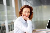 Vacker affärskvinna — Stockfoto