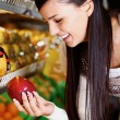 Woman in supermarket - Stockfoto