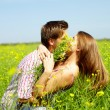 Kiss in the field — Stock Photo