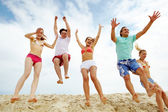Happy friends at the beach — Stock Photo