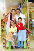Family of shoppers — Stockfoto