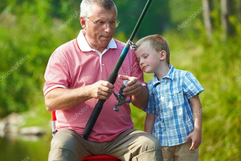 дед и внук на рыбалке фото