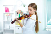 Play the violin — Stock Photo
