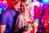 Flirten op feestje — Stockfoto