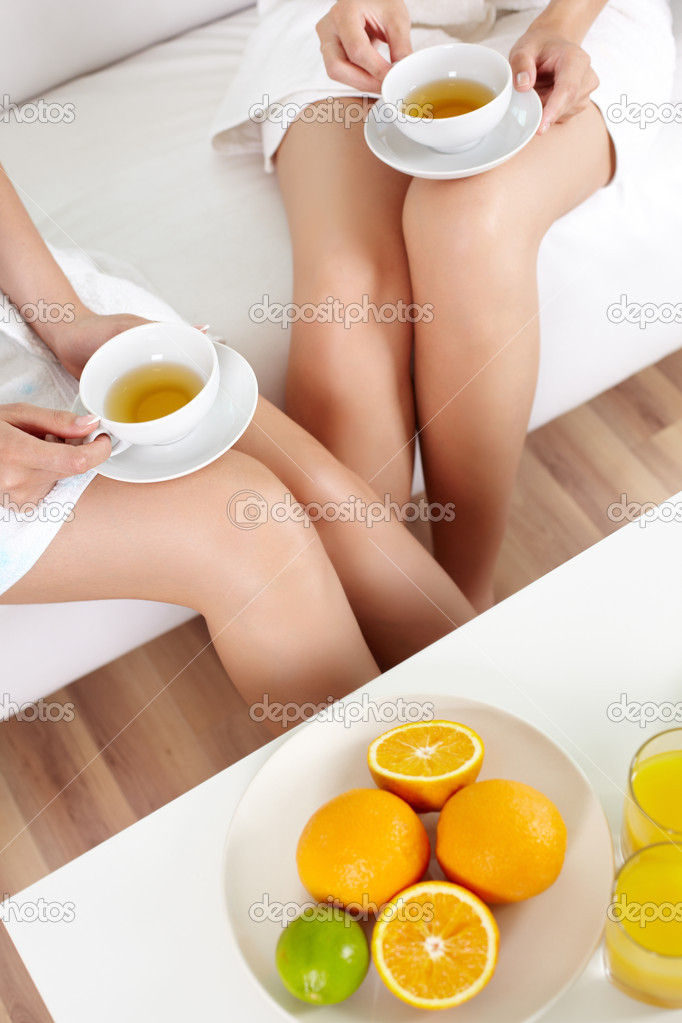 Females enjoying their day in the spa with tea and fresh fruit — Стоковая фотография #12510193