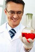 Glücklich chemiker — Stockfoto