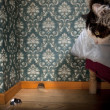 Cat and mouse in a luxury old-fashioned roon — Foto Stock