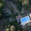 Aerial view of house and swimming pool — Stock Photo