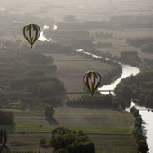 Hot air balloons over the river Cher in France — Stock Photo