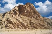 在沙漠中的山 — 图库照片