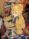 Huge teddy on an christmas gift table — Stock Photo