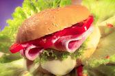 Jambon ve peynirli sandviç — Stok fotoğraf