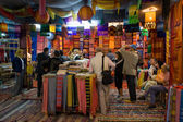 Buyers in colored fabric shop in Fes — Stock Photo