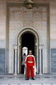 Guard in front of the Mausoleum of Mohamed V in Rabat — Stock Photo