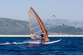 Windsurfing along the coast in the middle of the kite — Stock Photo
