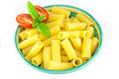 Bowl full of rigatoni pasta with tomatoes and basil — Stok fotoğraf