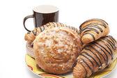 Croissant auf platte — Stockfoto