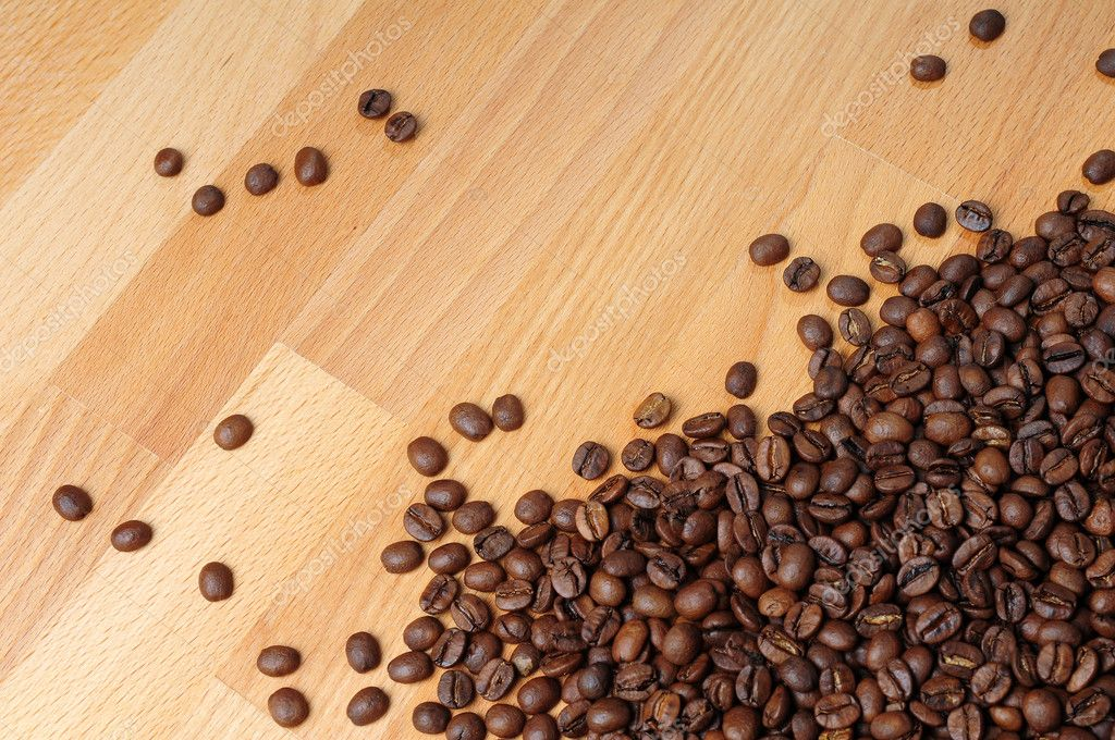Fresh coffee beans on wood — Stock Photo #10886307