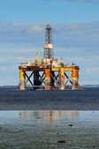 Piattaforma petrolifera off-shore — Foto Stock