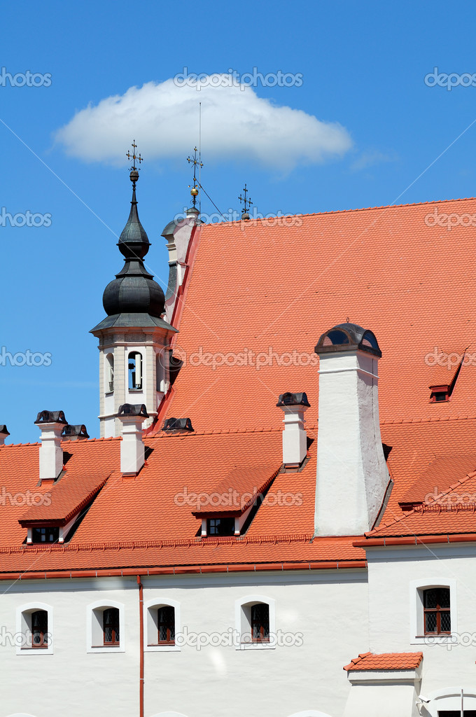 Typical old building in Vilnius, Lithuania — Stock Photo #10928849