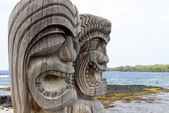 Tiki Statues at Place of Refuge (Honaunau, Hawaii) — Stock Photo