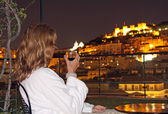 Relaxed evening with view to the Castelo de Sao Jorge (Lisbon) — Stock Photo