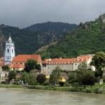 Dürnstein at river Danube (Wachau, Lower Austria) — Stock Photo #10910020
