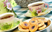 Güzel eski antika çay servisi secession tarzı ile biscui — Stok fotoğraf