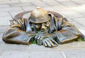 Bronze sculpture Man at work alias Cumil in Bratislava — Stock Photo