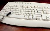 Pointing Pen On White Keyboard — Stock Photo