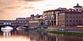 Sunset on Ponte Vecchio in Florence — Stock Photo
