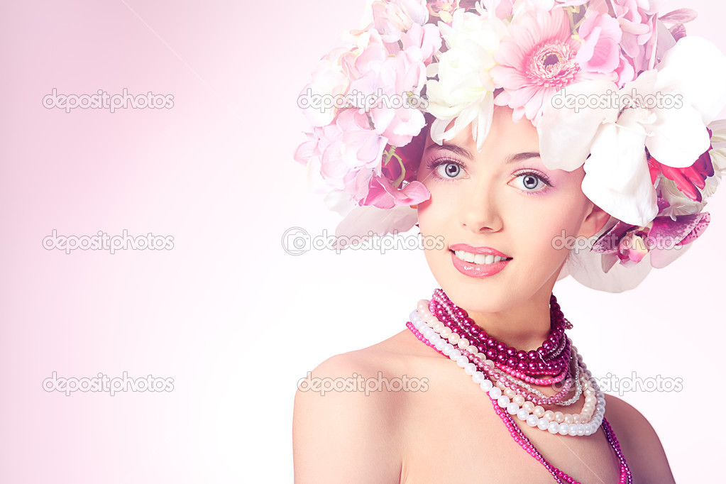 Portrait of a beautiful spring girl wearing flowers hat. Studio shot. — Stock Photo #10768568