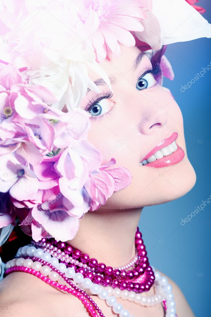 Portrait of a beautiful spring girl wearing flowers hat. Studio shot. — Stock Photo #10768574